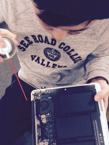 MacBook Airホコリ掃除
