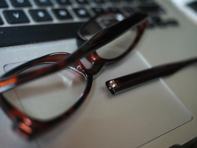 メガネが壊れる