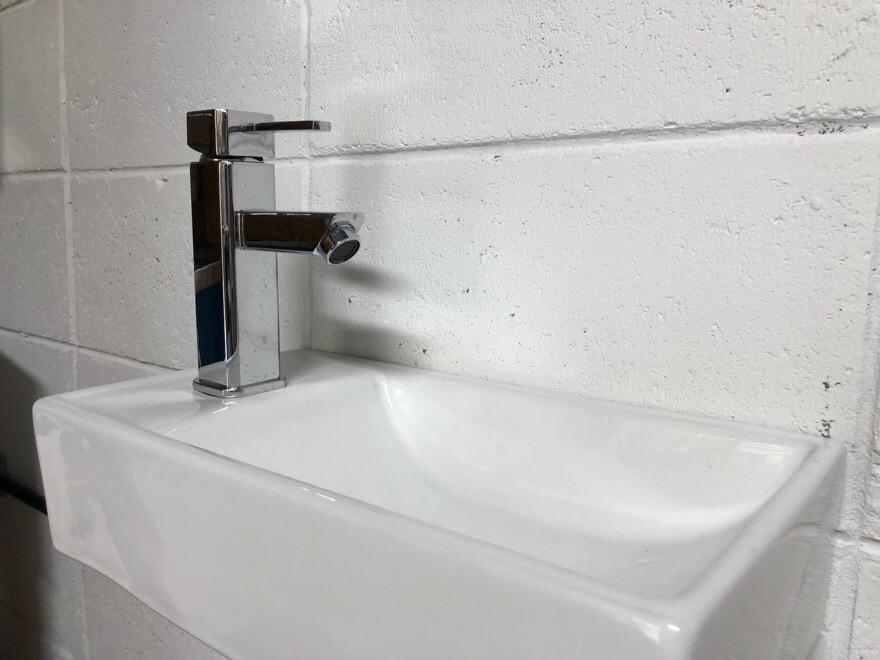 手洗いシンク設置完了